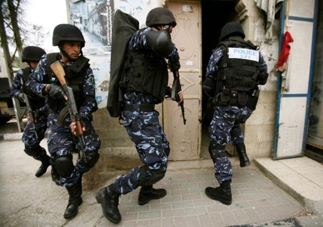 Poliziotti palestinesi durante un'operazione (Foto: COPPS)