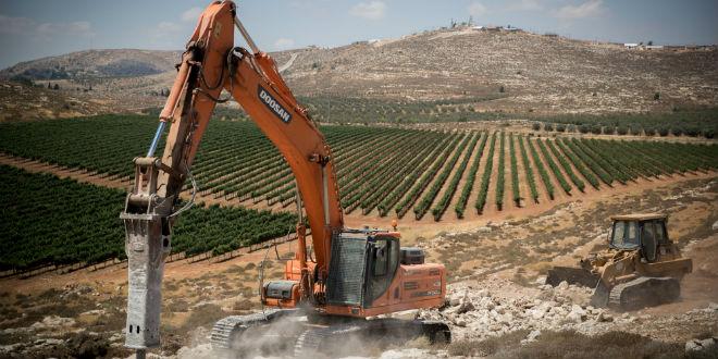 Iniziano le costruzioni ad Amichai.(Foto: Yonatan Sindel/Flash90)