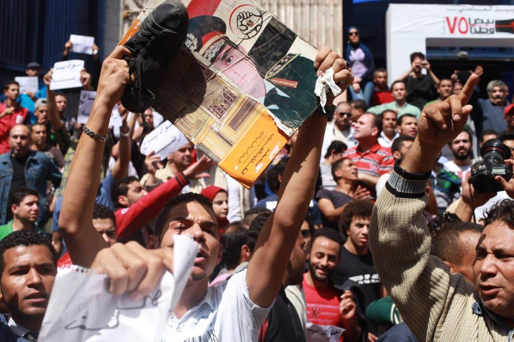 Protesta davanti alla sede del sindacato dei giornalisti (Foto: Daily News Egypt)