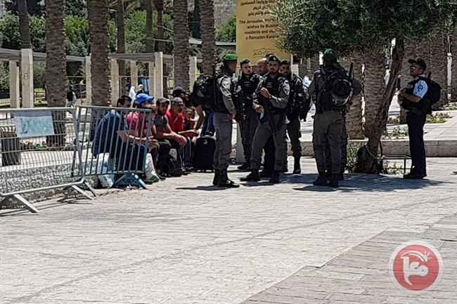 Palestinesi residenti in Cisgiordania bloccati a Gerusalemme (Foto: Ma'an News)