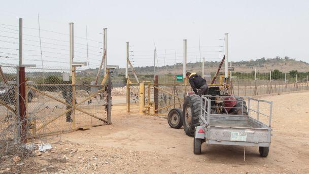 Checkpoint militari dividono i contadini palestinesi dalle loro terre