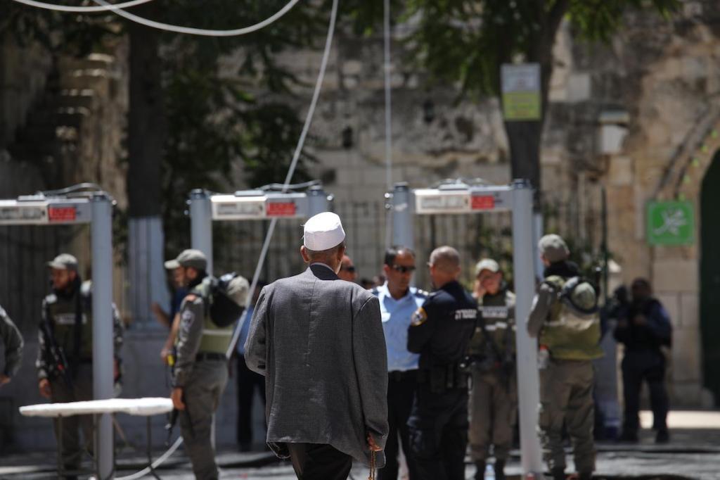 Metal detector ad al-Aqsa. (Foto:Alkharouf Mostafa/Anadolu Agency)