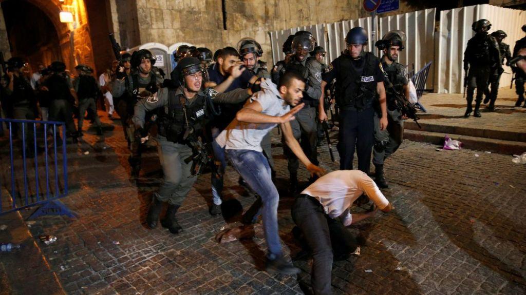 Gli scontri di ieri a Gerusalemme (AMMAR AWAD/REUTERS)