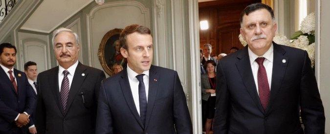 Il generale Haftar, il presidente francese Macron e il premier di Tripoli al-Sarraj, ieri a Parigi