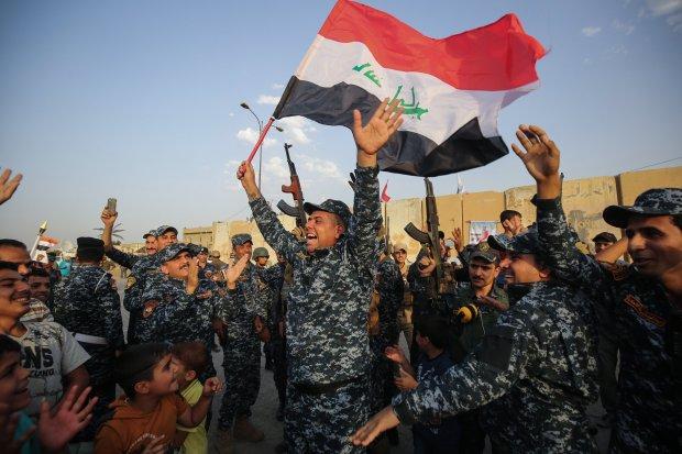 La polizia federale irachena festeggia l'a liberazione di Mosul  (Foto: Getty)