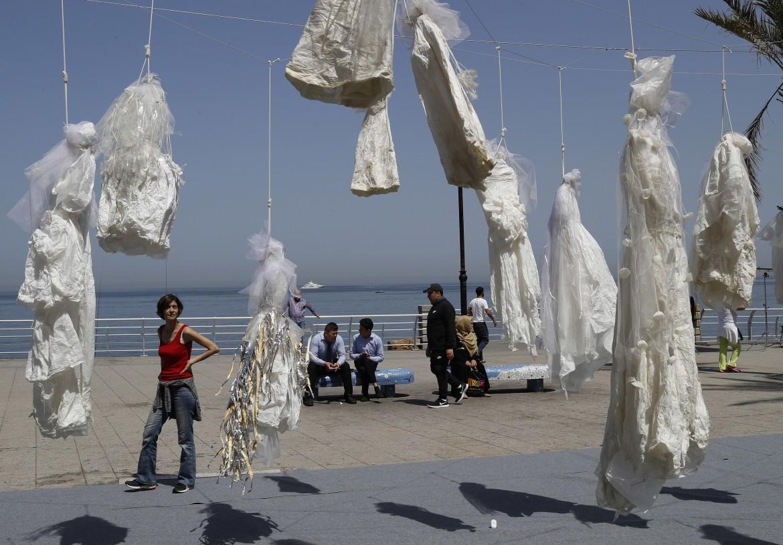 Matrimonio In Libano : Libano via dal codice penale il matrimonio riparatore in