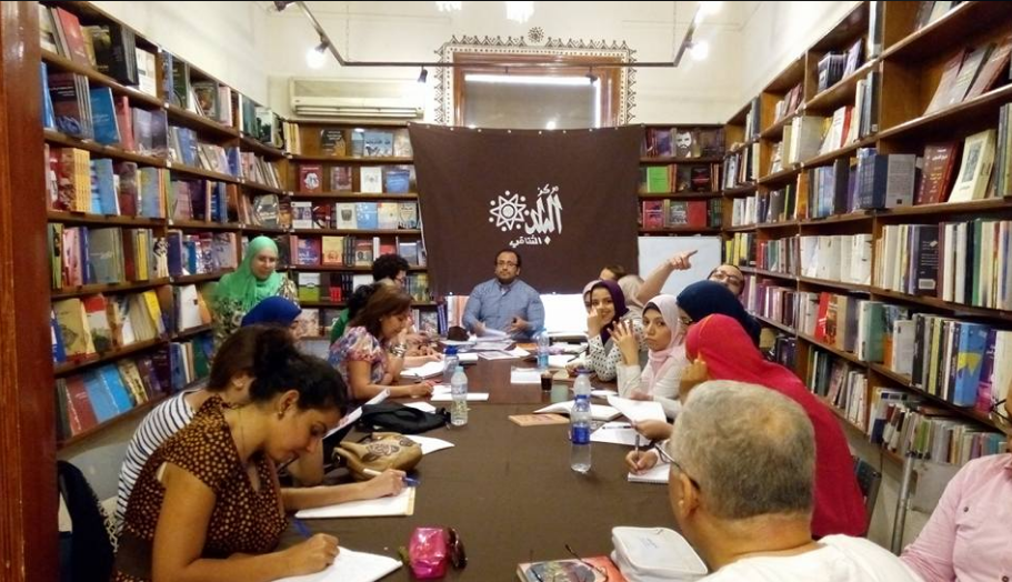 Un incontro alla libreria al-Balad al Cairo (Fonte: Facebook)
