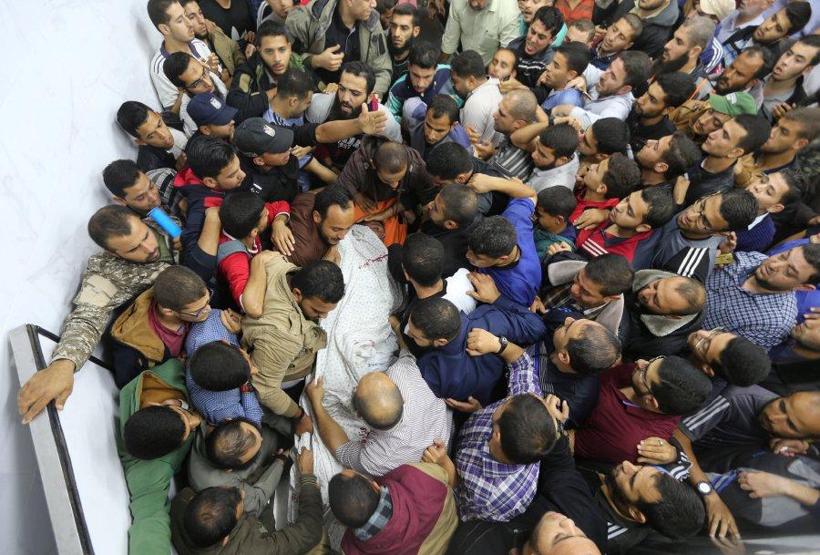 Una delle vittime del bombardamento del tunnel a Gaza (Foto: Reuters)
