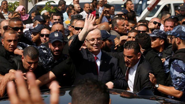 Il premier palestinese Rami Hamdallah al suo arrivo a Gaza la scorsa settimana