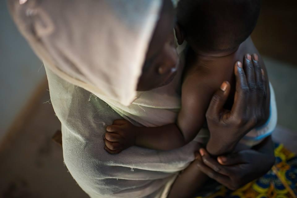 Una donna in un ospedale in Somalia (Foto: Medici senza Frontiere)