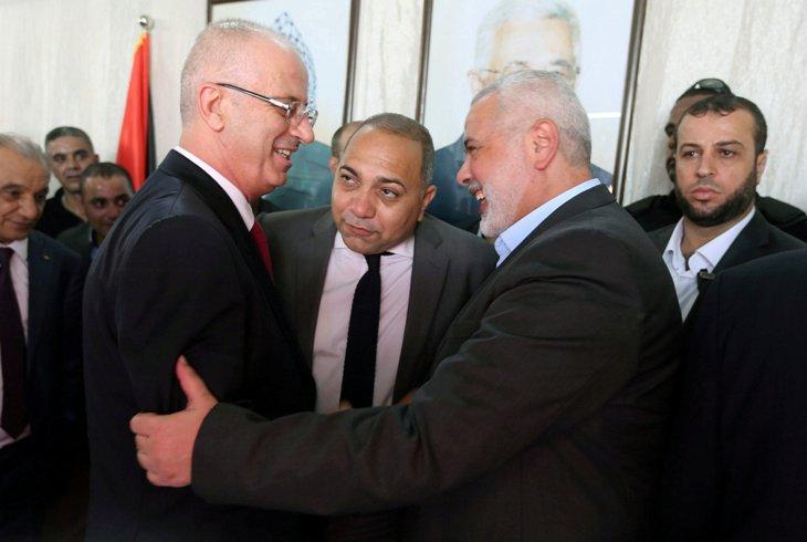 Il premier dell'Anp Hamdallah incontra a Gaza il leader di Hamas Haniyeh (Fonte: Egypt Independent)