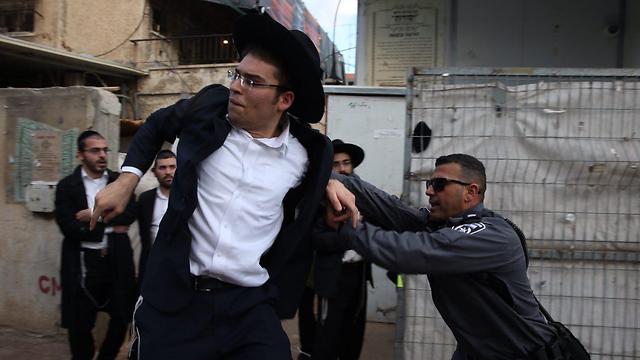 Un momento della protesta di ieri a Bnei Brak (Foto: Motti Kimchi. Fonte: Ynet)