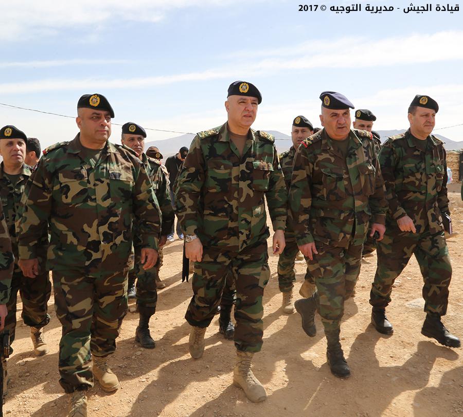 Al centro, il generale Aoun. (Fonte foto: sito dell'esercito libanese)