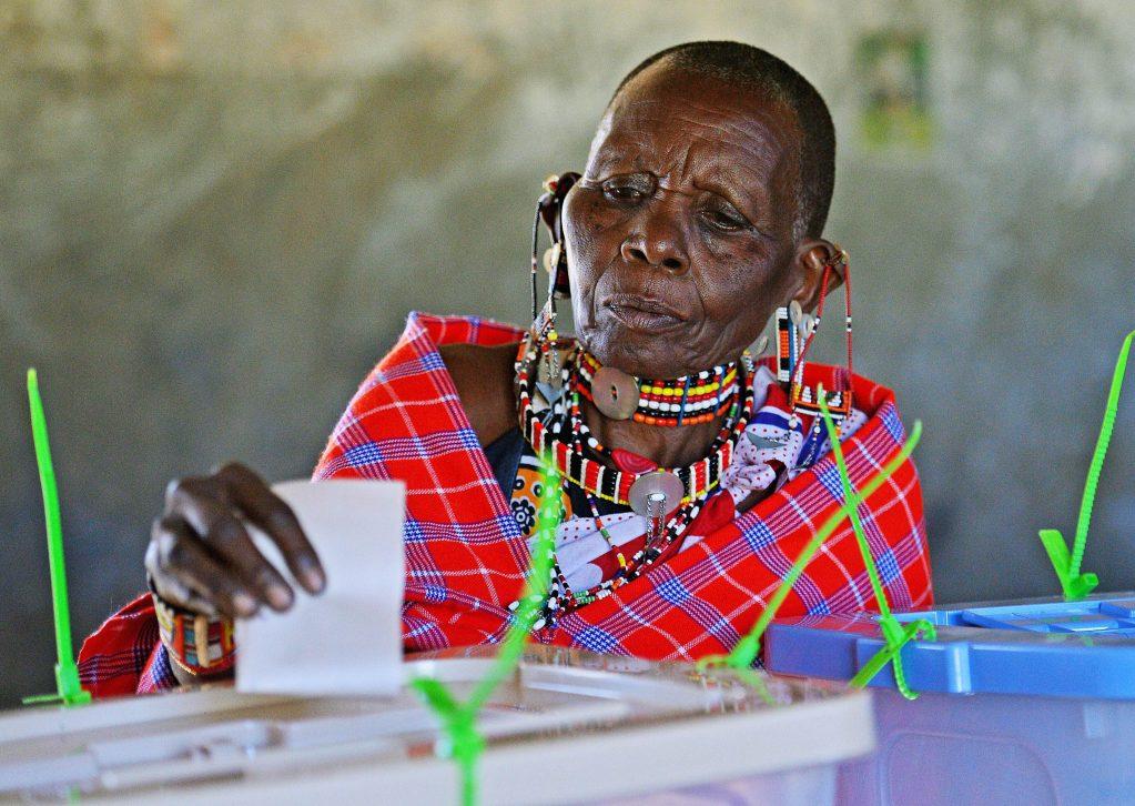 Elettore al seggio in Kenya (Foto: Undp)