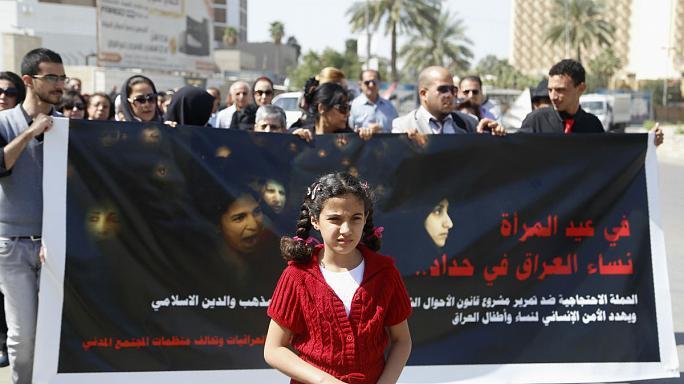"""Protesta in Iraq contro il disegno di legge sulle """"spose bambine"""""""