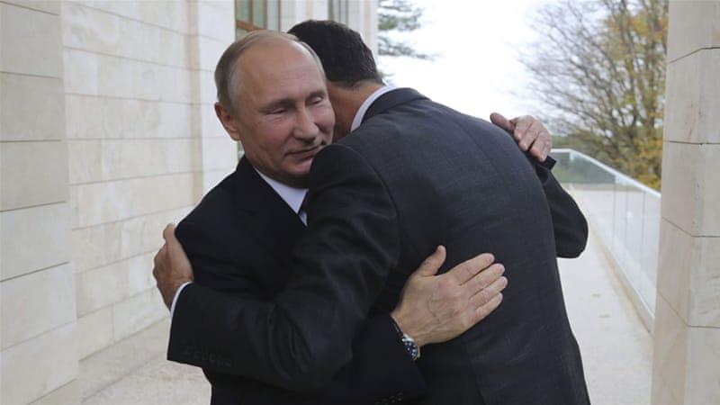 L'abbraccio tra Putin e Assad lunedì a Sochi
