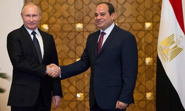 Il presidente Putin ieri nel palazzo presidenziale egiziano con al-Sisi  (Foto: Press Photo)