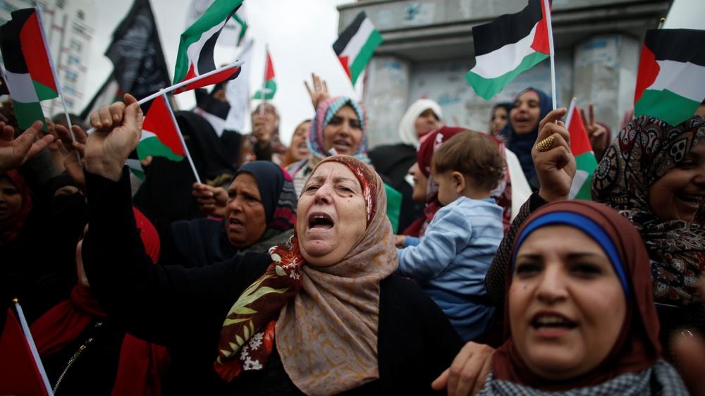 Donne gazawi protestano contro la decisione di Trump di riconoscere Gerusalemme capitale dello stato d'Israele (Foto: Reuters)