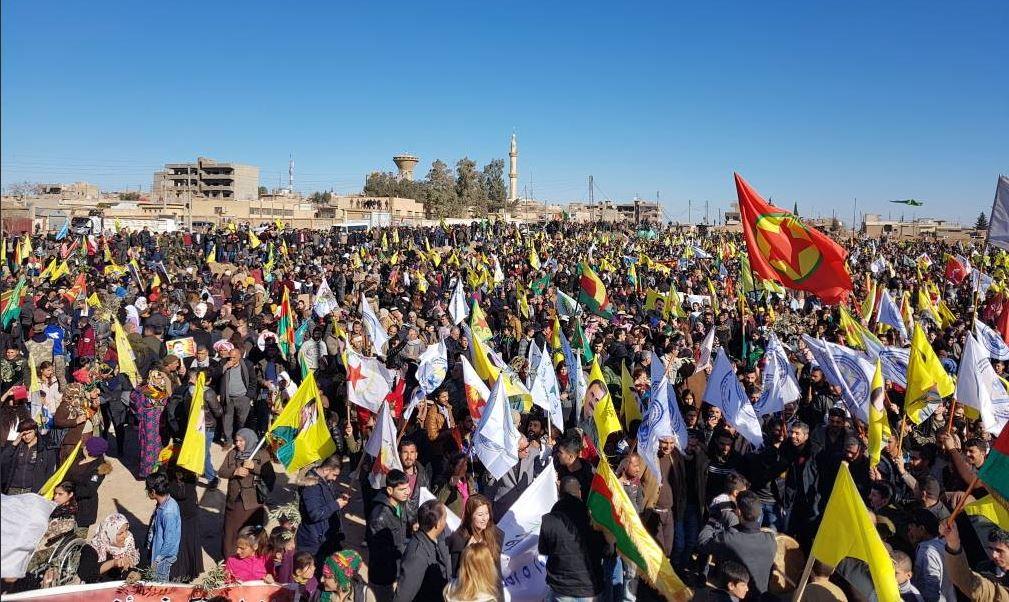 Marcia ieri a Qamishlo, Rojava, in solidarietà con Afrin (Foto: Information Center of Afrin Resistance)