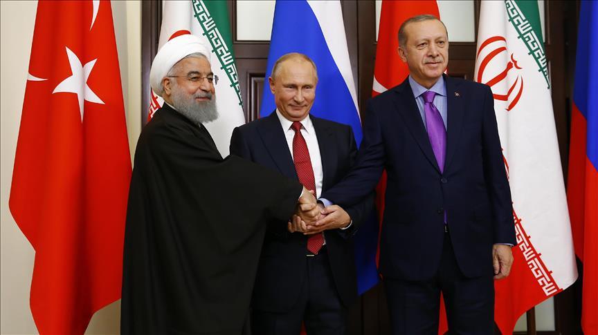 Alla conferenza di Sochi di novembre 2017, il presidente iraniano Rouhani, il russo Putin e il turco Erdogan (Fonte: Anadolu Agency)