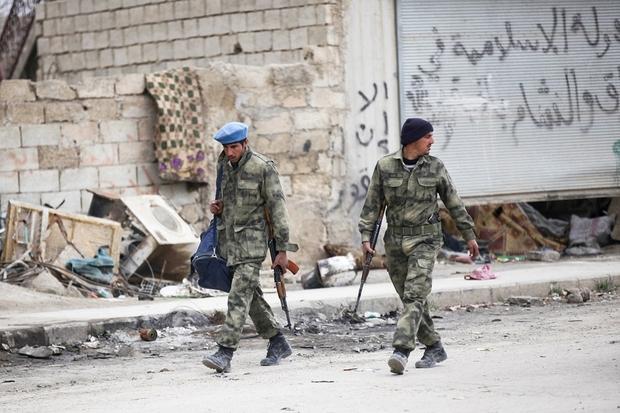 """Agenti della """"Free Syrian Police"""" (foto Reuters)"""