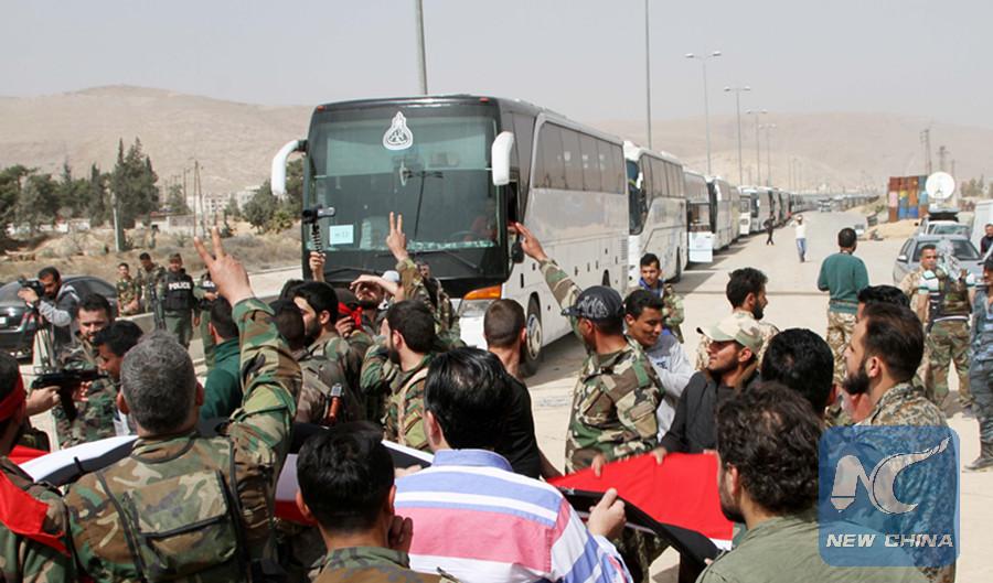 Evacuazione ad Harasta.  (Foto: Xinhua/Ammar Safarjalani)