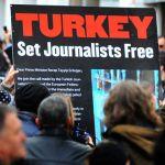 TURCHIA. Condannati al carcere 25 giornalisti
