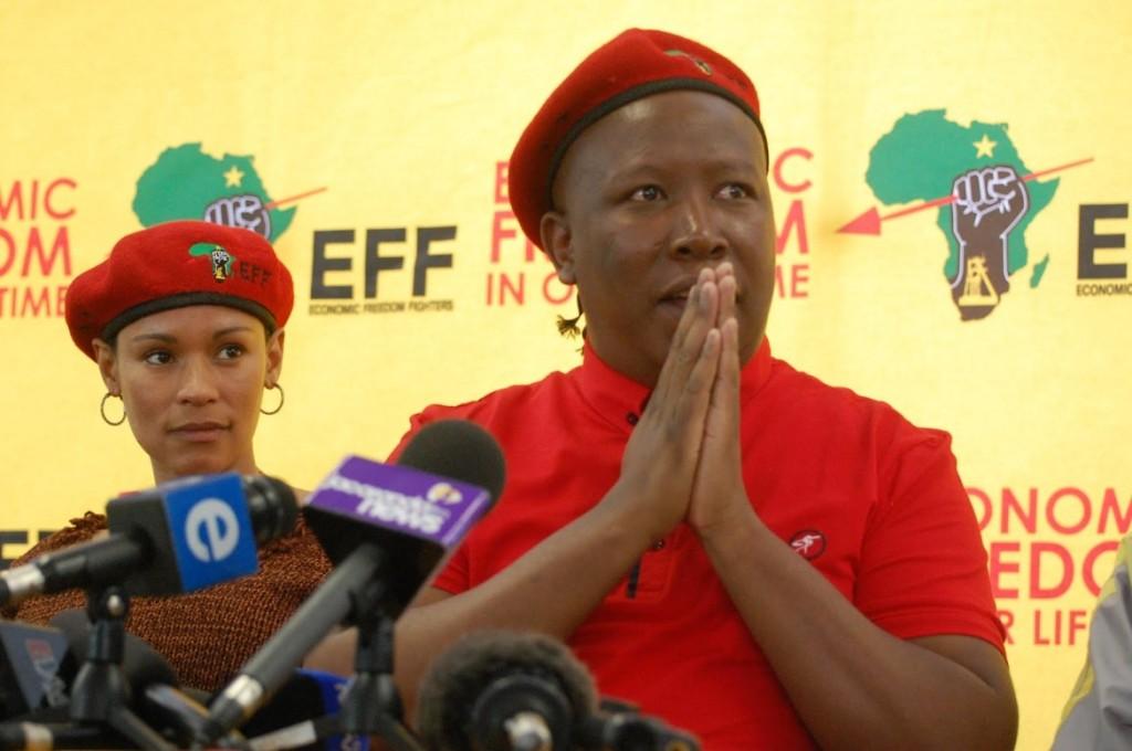 Julius Malema, leader del partito di opposizione Economic Freedom Fighters, promotore della storica mozione approvata  con i voti dell'Anc