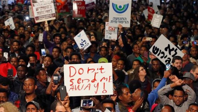 Protesta di richiedenti asilo africani a Tel Aviv