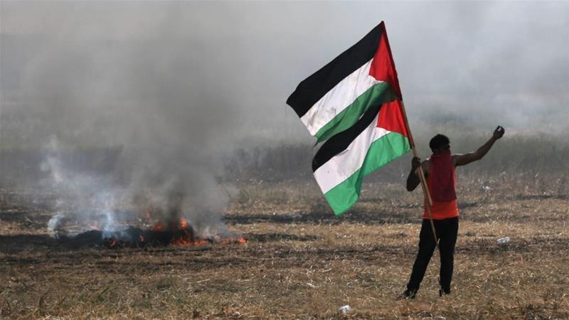 Confine tra Gaza e Israele durante le proteste della scorsa settimana [Ibraheem Abu Mustafa/Reuters]