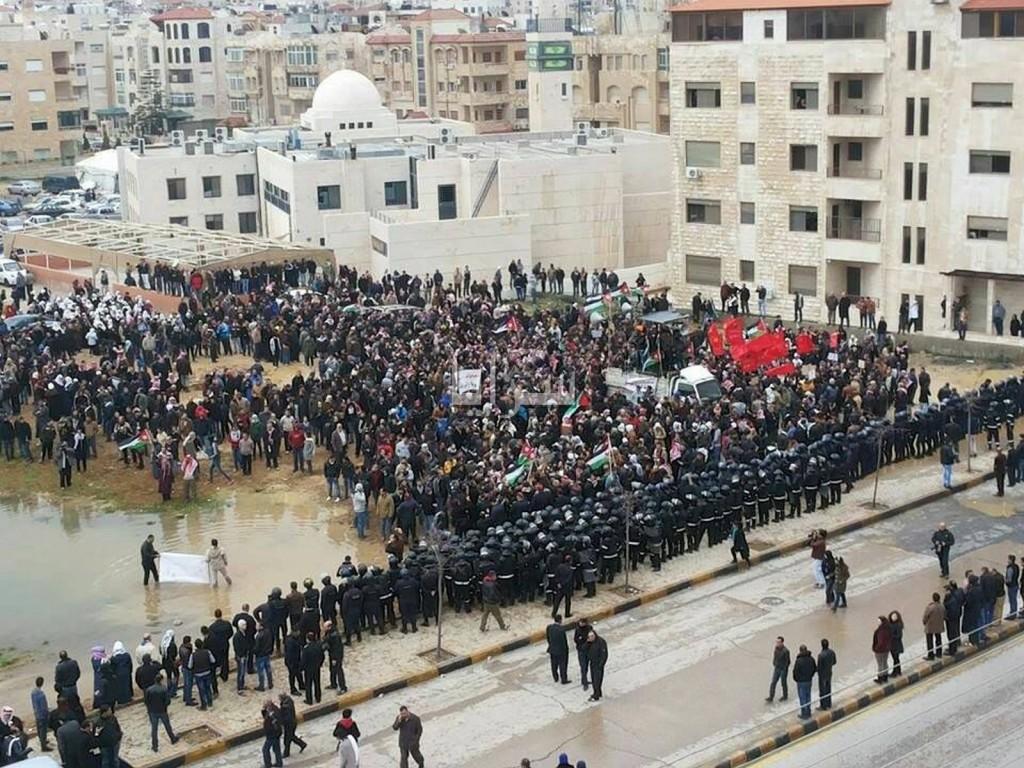 Proteste fuori l'ambasciata israeliana ad Amman nel 2014