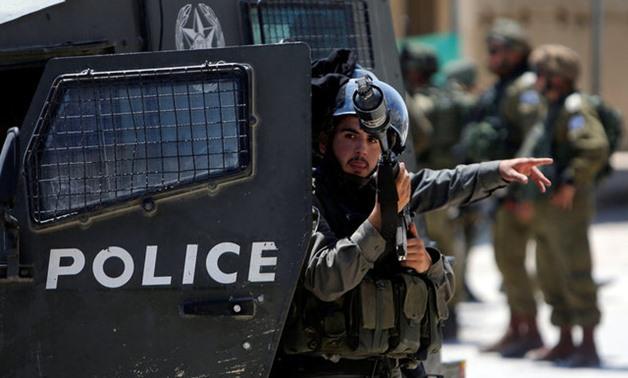 Un poliziotto israeliano di frontiera a Dura, Hebron. (Foto: Reuters)