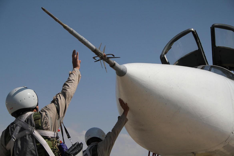 Caccia Sukhoi russo nella base siriana di Hmeimim, a Latakia (foto Ria Novosti)