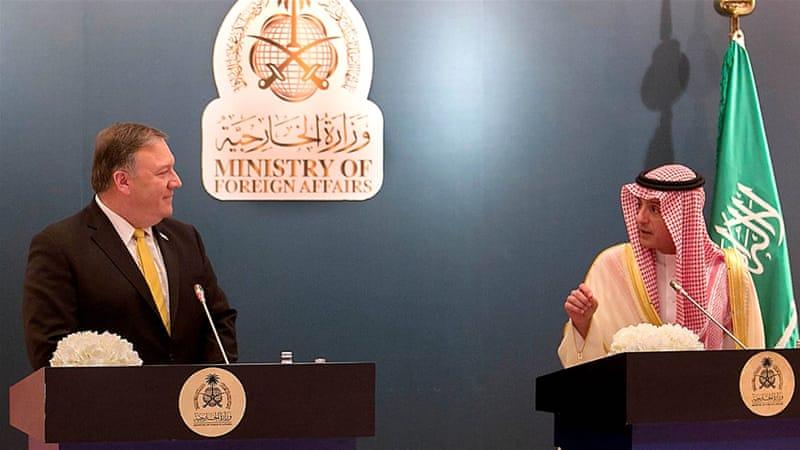 Mike Pompeo in Arabia Saudita con il ministro degli Esteri al Jubeir (Foto: Ahmed Yosri/EPA)