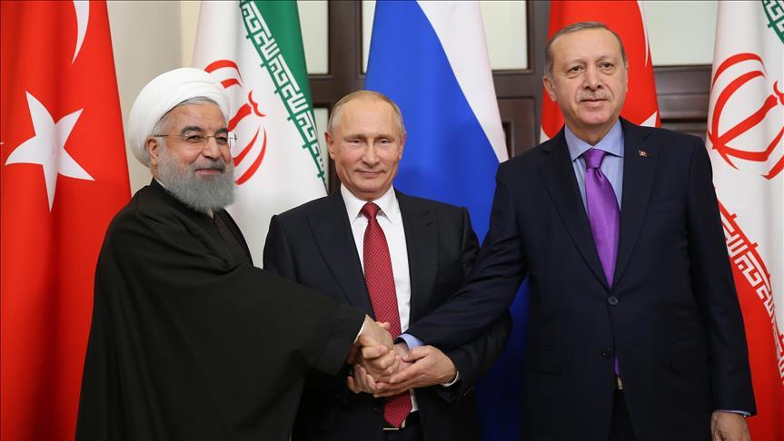Il presidente iraniano Rouhani con il russo Putin e il turco Erdogan ieri ad Ankara (Foto: Anadolu Agency)