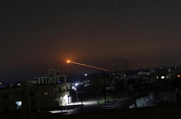 Fuoco di un missile sparato sopra Daraa lo scorso 10 maggio. (Fonte foto: Reuters)
