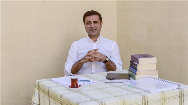 Una recente immagine di Demirtas in prigione