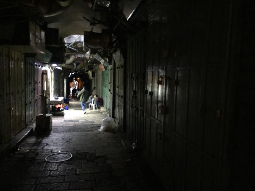 Negozi palestinesi chiusi nella Città Vecchia di Gerusalemme (Foto: Michele Giorgio/Nena News)