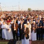 GAZA. Ultimo venerdì di Ramadan: migliaia protestano al confine con Israele