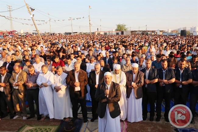 La preghiera collettiva di oggi nella Striscia. (Foto: Maan news)