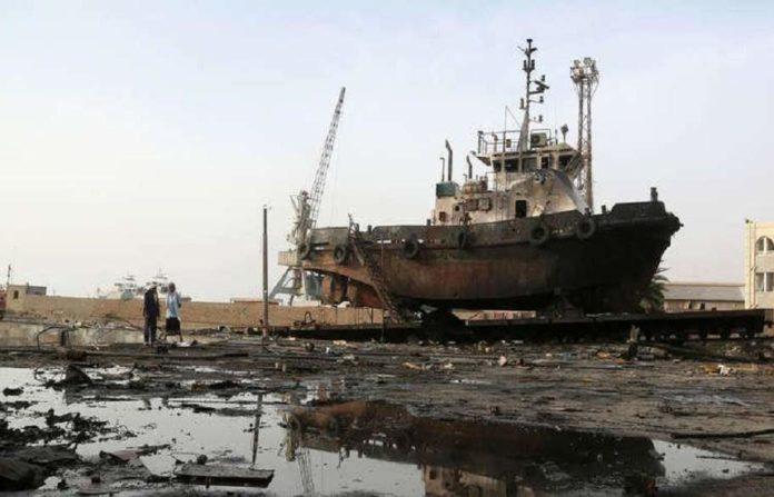 Il porto di Hodeidah dopo un raid saudita (Foto: Yemen Press)