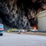 LIBIA. In fiamme i terminal del petrolio: «Roma è complice»