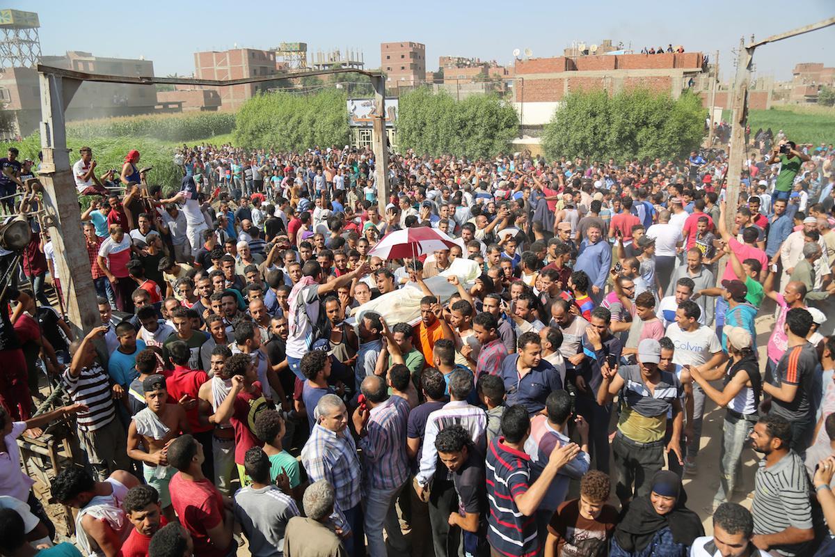 I funerali, a luglio 2017, del giovane al-Gizawy, ucciso durante le proteste per l'isola di Warraq  (Foto: Anadolu Agency)