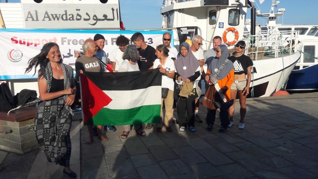 """La """"Al Awda"""" della Freedom Flotilla al suo arrivo ad Ajaccio"""