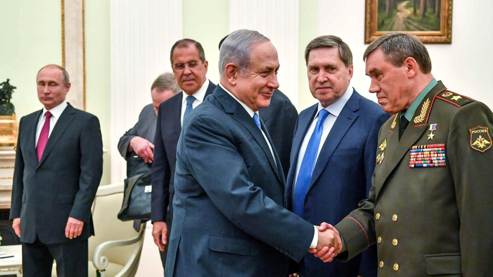 Il premier israeliano Netanyahu incontro la delegazione russa ieri. (Foto: Reuters)