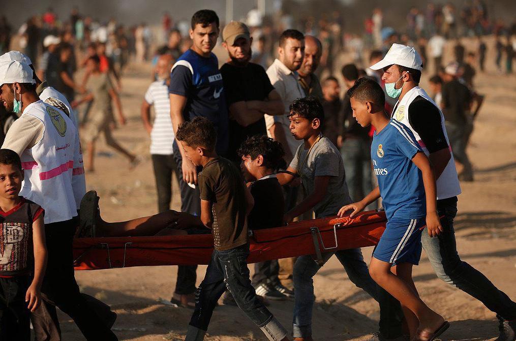 Un ferito oggi a Gaza (Fonte: Twitter/Muhammad Swiry)