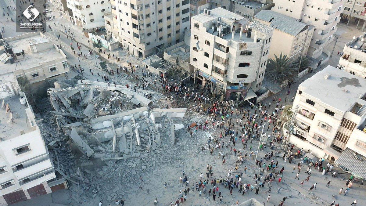 Il centro culturale Meshal distrutto da un raid israeliano (Foto: Sadeel Media)