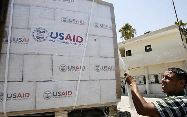 Aiuti umanitari dall'agenzia Usaid al valico di Kerem Shalom con Gaza (Foto: Abed Rahim Khatib/Flash90)