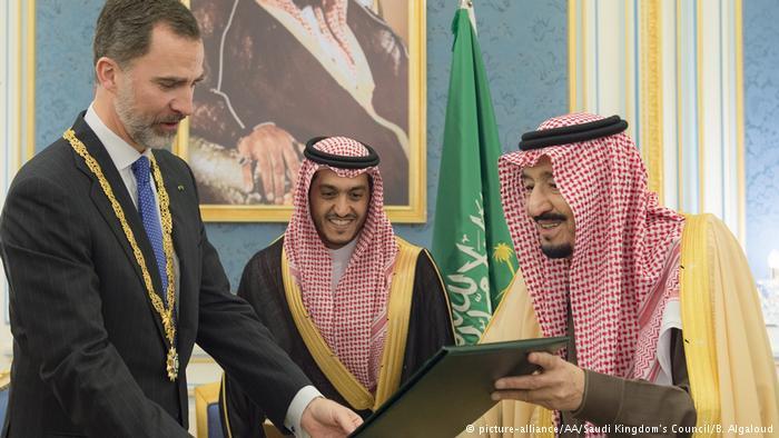 Il re spagnolo Filippo con il re saudita Salman (Foto: picture alliance/AA)