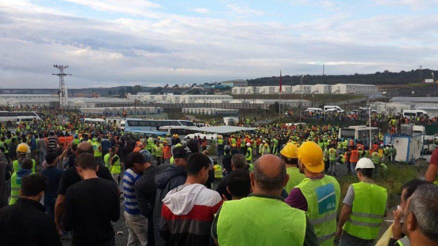 I lavoratori in sciopero nel cantiere del terzo aeroporto di Istanbul